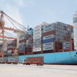 Descarga de contenedores en Puerto Manzanillo
