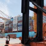 Barco de carga en puerto Manzanillo.